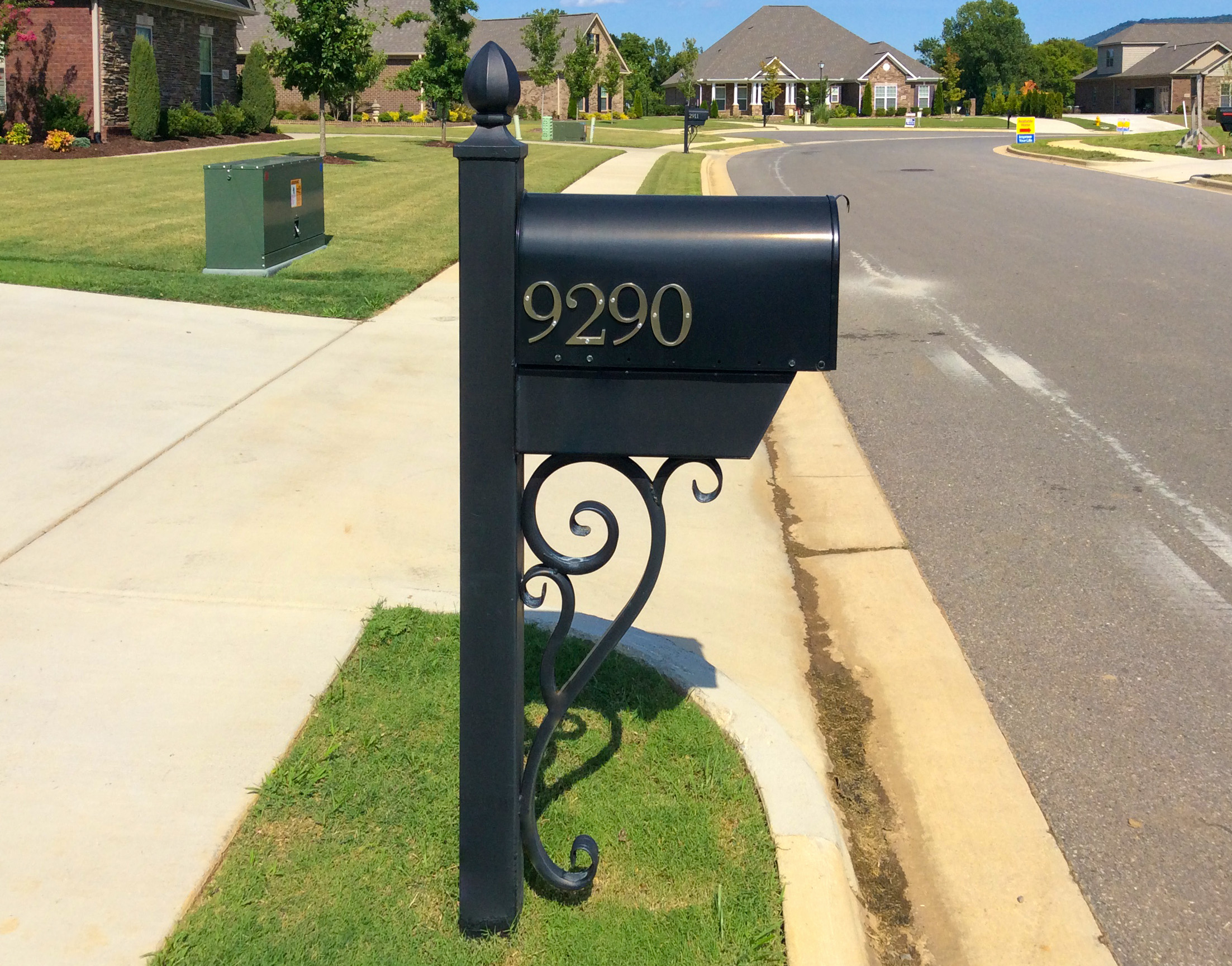 Looking For A Unique Design To Your Front Lawn That Will Make Neighbors Turn Their Heads We Provide Custom Mailbox And Light Posts In Variety Of